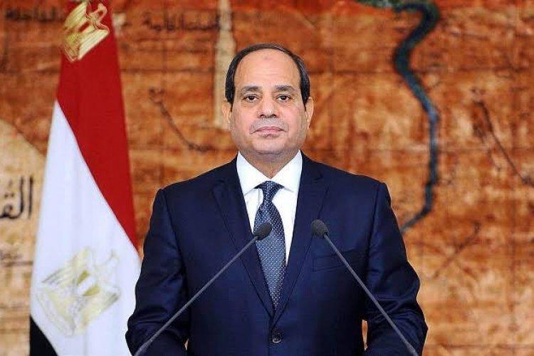 """الرئيس السيسي يصدق على تعديلات قانوني """"فصل موظفي الإخوان"""" والخدمة المدنية"""